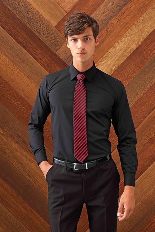Schwarzes_Hemd_mit_Krawatte