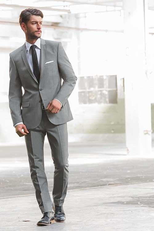 Anzug_grau_mit Krawatte