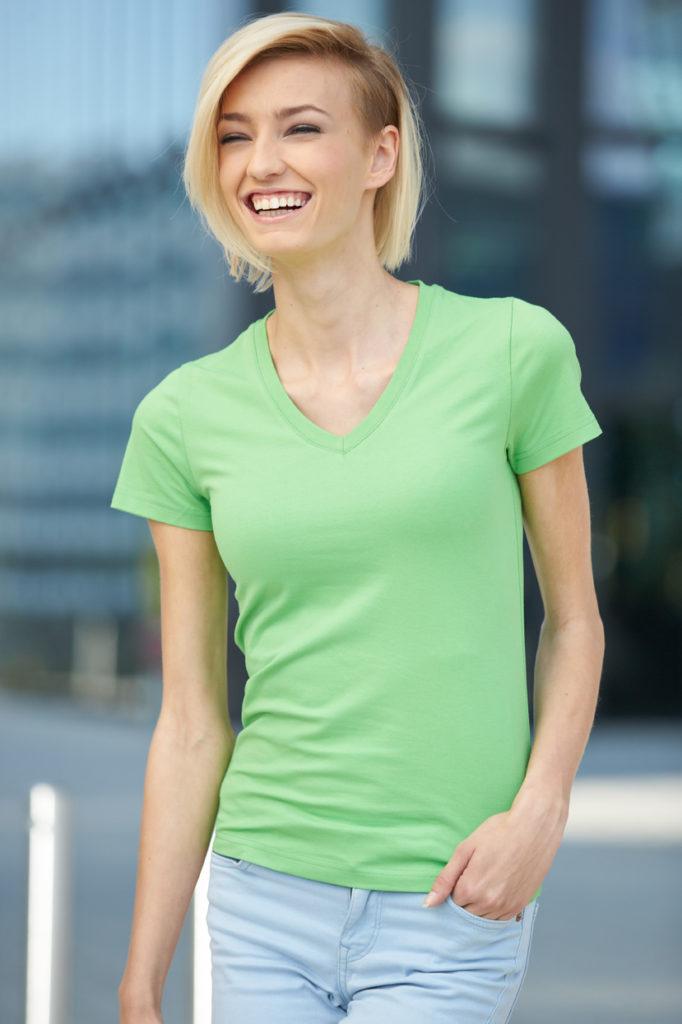 grünes V-Neck Shirt