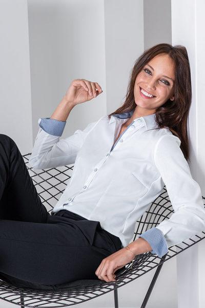Hemden und Blusen mit Kontrast