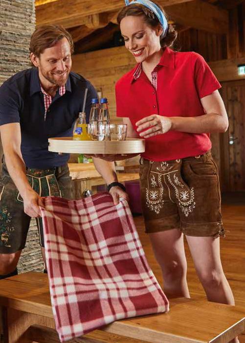 Klassisches Poloshirt im Trachtenlook mit Karobesatz in Kragensteg, Knopfleiste innen und Seitenschlitzen