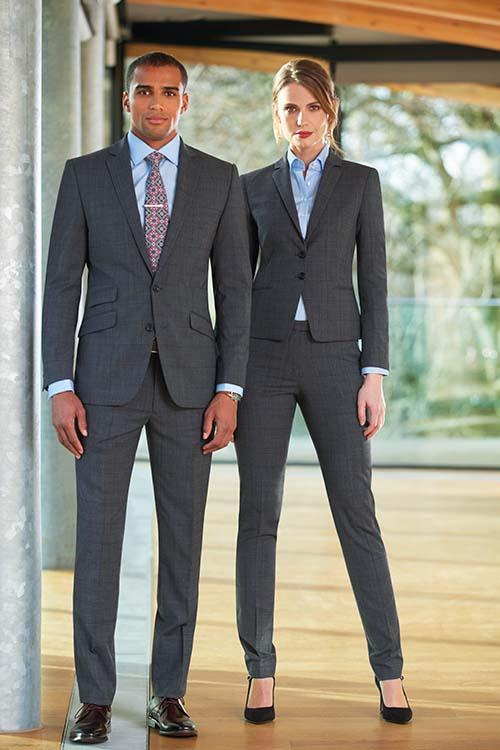 Messebekleidung Businessoutfit grau-kariert, Blazer, Sakko, Hosen, hellblaue Hemden und Blusen