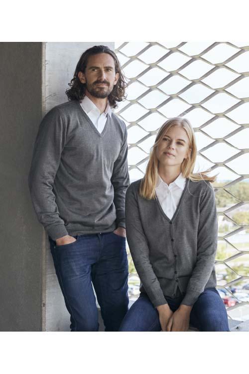 Berufsbekleidung Medizin graue Strickjacke grauer Strickpullover weiße Hemden und Blusen