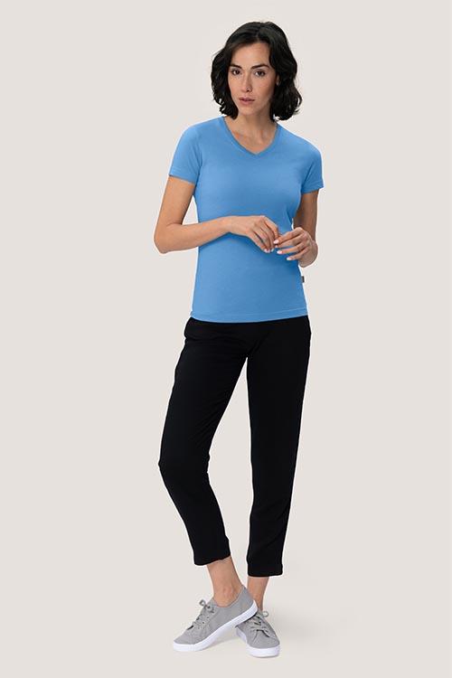 Bekleidung Housekeeping hellblaues Damenshirt mit V-Ausschnitt