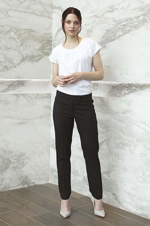 Berufsbekleidung Beauty & Wellness Rundhalsshirt schwarze Hose
