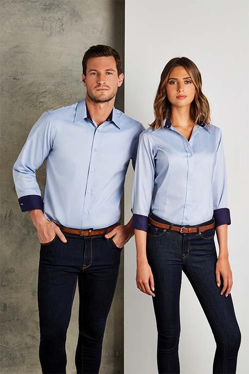 Messebekleidung hellblaue Kontrasthemden und Blusen