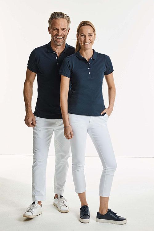Physiotherapie Berufsbekleidung marinefarbenes Poloshirt und weiße Hose