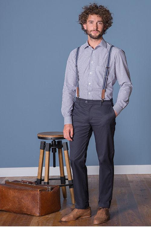 Messebekleidung gestreiftes Hemd, dunkelblaue Chino-Hose