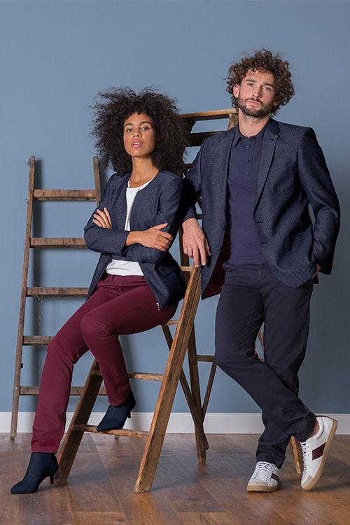 Berufsbekleidung Büro Casualblazer blau-strukturiert, Chinohosen, Poloshirt und Rundhalsshirt