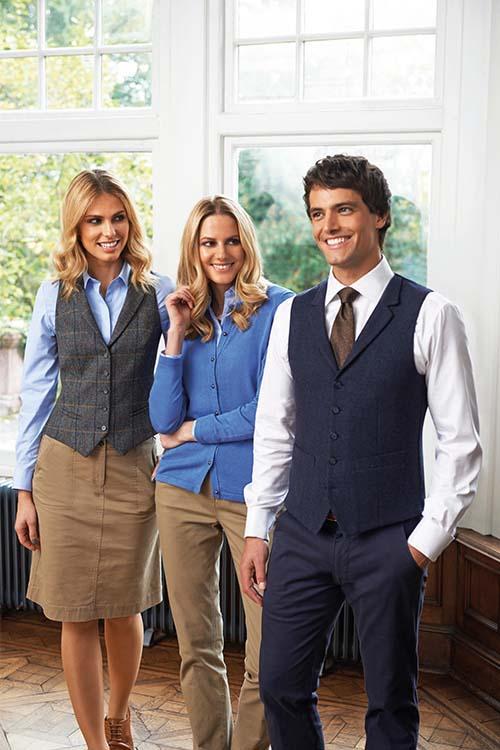 Hotelbekleidung Rezeption Casual Chino Kollektion, Herringbone-Westen, Strickjacke, Chino-Hosen, Chino-Rock, weiße Hemden und Blusen
