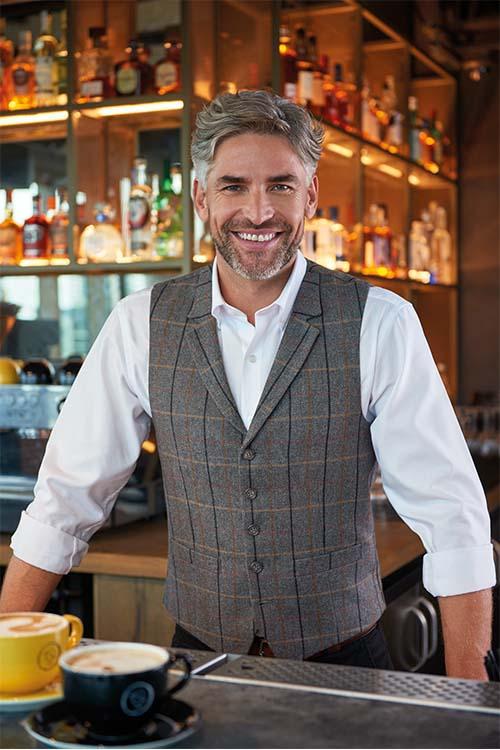 Berufsbekleidung Gastronomie Heringbone-Weste, weißes Hemd