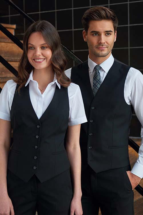 Hotel-Uniform schwarze Westen, weiße Blusen und Hemden