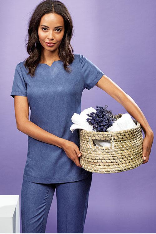 Berufsbekleidung Service blauer Kasack und blaue Hose für Damen