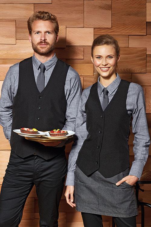 Berufsbekleidung Service hellgraue Hemden und Blusen, schwarze Westen, schwarze Hosen, schwarze Denim-Schürzen