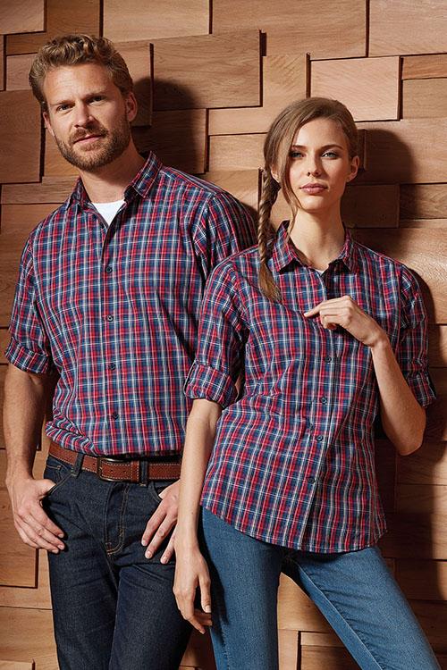 Hemd und Bluse mit Stickerei blau-rot kariert Langarm
