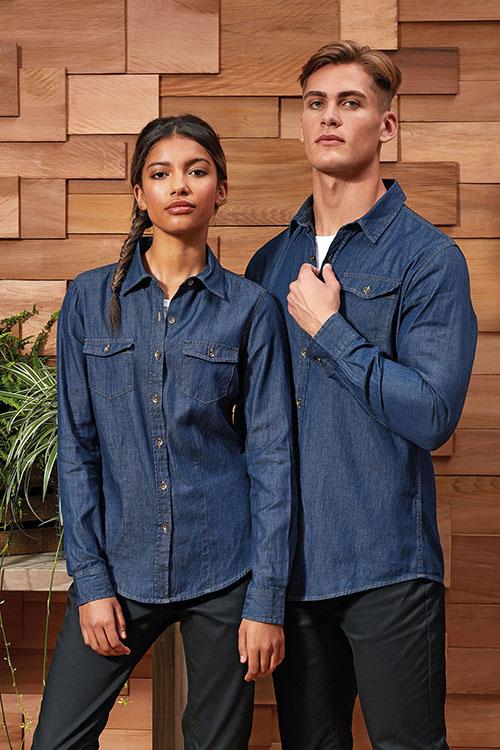 Hotelbekleidung Rezeption Jeanshemden und Jeansblusen, schwarze Chino-Hosen