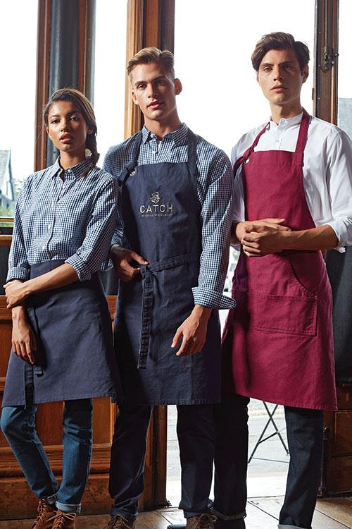 Berufsbekleidung Gastronomie karierte Hemden und Blusen, Canvas-Schürzen, Jeans
