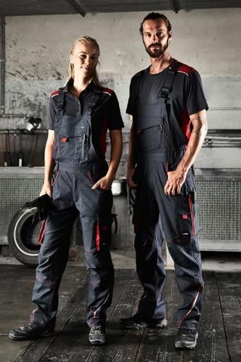 Arbeitskleidung Werkstatt Poloshirt JN857, T-shirt JN860 und funktionelle Latzhose JN848 in carbon rot