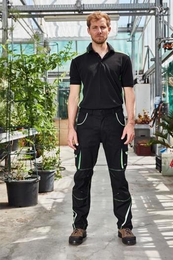 Arbeitskleidung Gärtnerei Poloshirt JN858 und funktionelle Arbeitshose JN847 in schwarz hellgrün