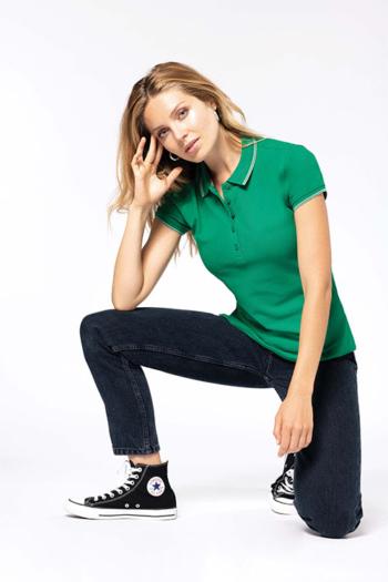 Berufsbekleidung Zimmermädchen grünes Poloshirt mit weißen Applikationen K251