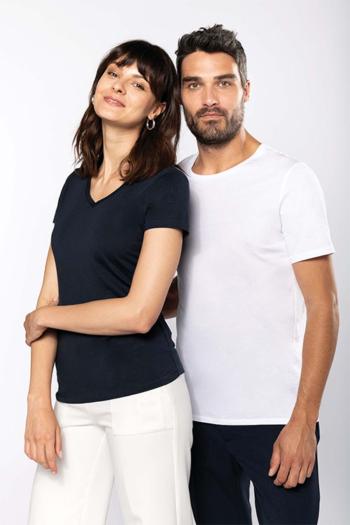 Berufsbekleidung Housekeeping V-Shirt in navy K300 und T-Shirt in weiß K303