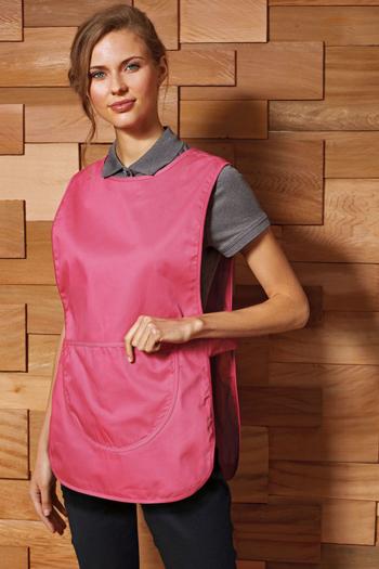Berufsbekleidung Zimmermädchen Überwurfschürze in fuchsia mit großer Tasche PW171