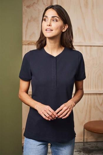Berufsbekleidung Arztpraxis dunkelblaues Poloshirt ohne Kragen mit verdeckter Druckknopfleiste ID-0375