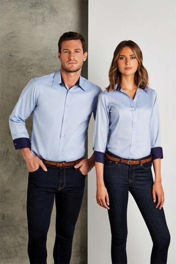 Messebekleidung Langarmbluse und Hemd in hellblau mit Kontrastelementen KK789
