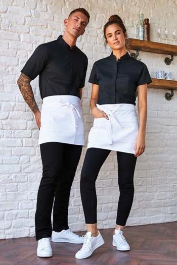 Serviceschürzen Bar Shirt mit Mandarin Kragen KK736/122 und weißen kurzen Bistroschürzen