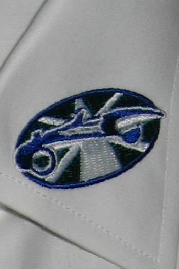 Hemden und Blusen besticken lassen KRAFTSTOFF_Stickerei